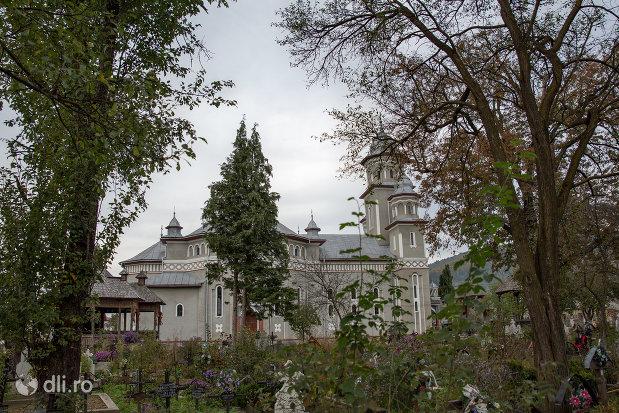 panorama-cu-biserica-ortodoxa-noua-din-stramtura-judetul-maramures.jpg
