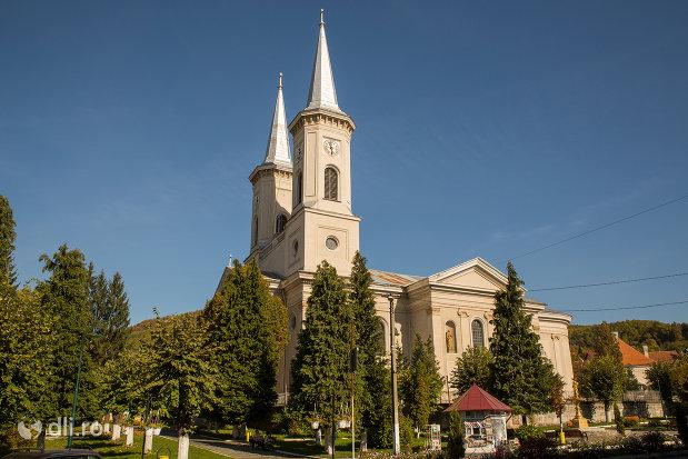 panorama-cu-biserica-romano-catolica-din-baia-sprie-judetul-maramures.jpg