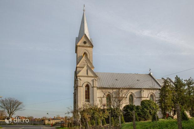 panorama-cu-biserica-romano-catolica-din-valea-lui-mihai-judetul-bihor.jpg