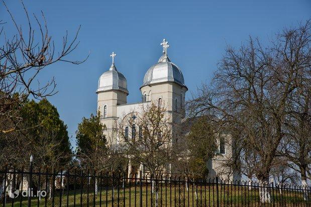 panorama-cu-biserica-sf-ioan-botezatul-din-scarisoara-noua-judetul-satu-mare.jpg