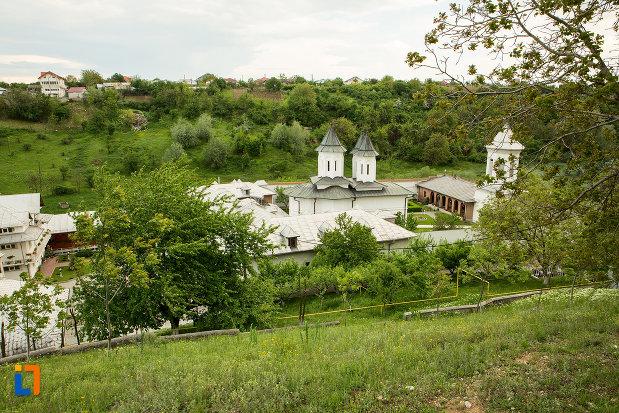 panorama-cu-manastirea-clocociov-din-slatina-judetul-olt.jpg