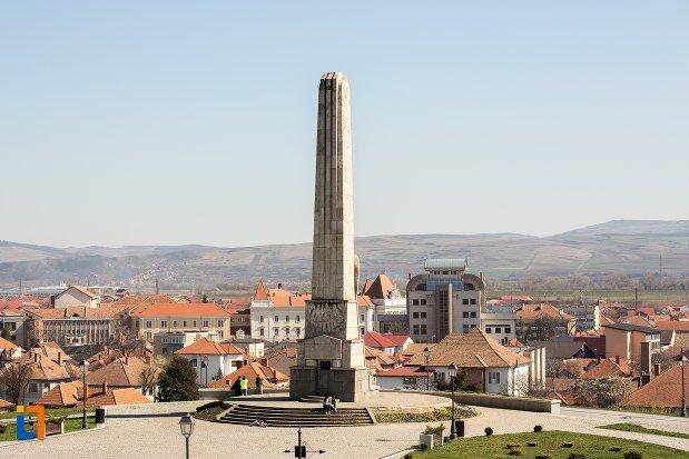 panorama-cu-obeliscul-lui-horea-closca-si-crisan-din-alba-iulia-judetul-alba.jpg