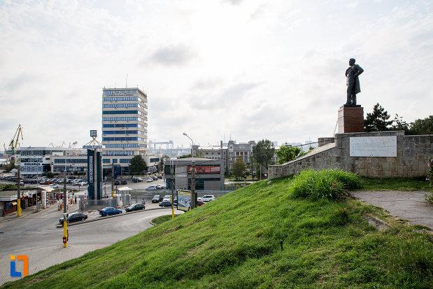 panorama-cu-statuia-lui-anghel-saligny-din-constanta-judetul-constanta.jpg