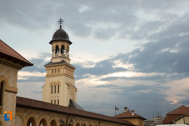 panorama-cu-turnul-de-la-catedrala-reintregirii-din-alba-iulia-judetul-alba.jpg