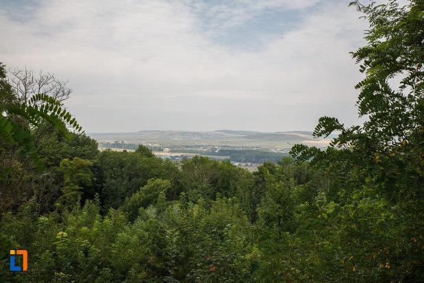panorama-de-la-manastirea-zamca-biserica-sfantul-auxentie-1551-din-suceava-judetul-suceava.jpg