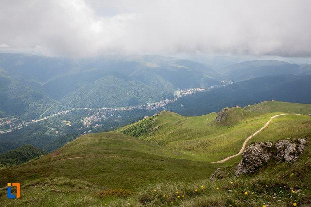 panorama-idillica-cu-valea-prahovei-telecabina-din-sinaia-judetul-prahova.jpg