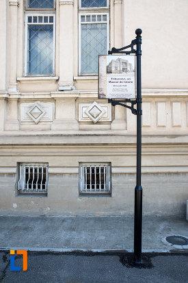 panou-cu-muzeul-de-istorie-din-targoviste-judetul-dambovita.jpg