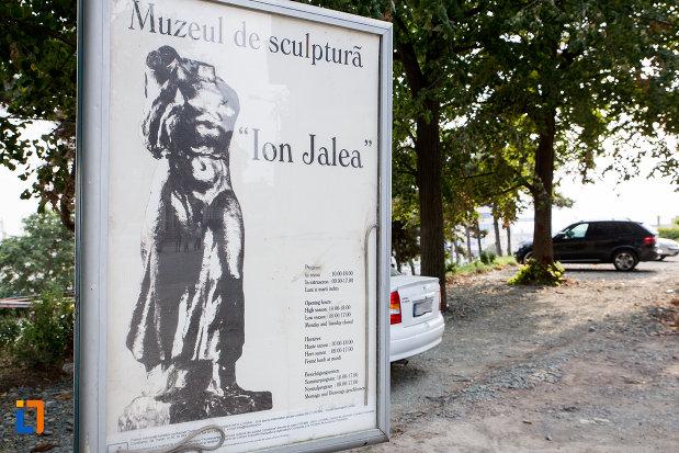 panou-cu-muzeul-de-sculptura-ion-jalea-din-constanta-judetul-constanta.jpg