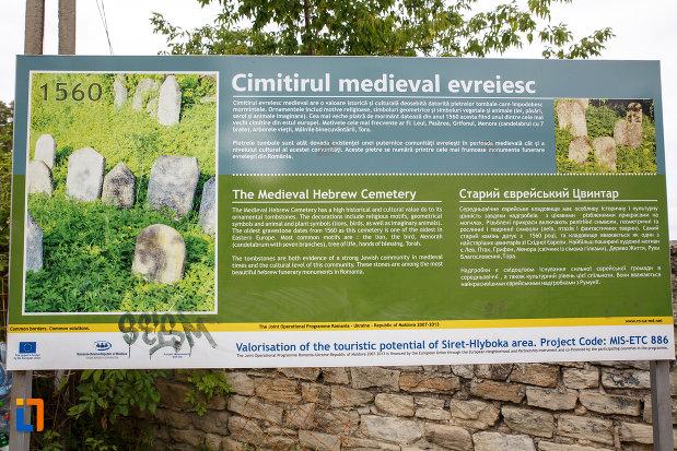 panou-informativ-cimitirul-medieval-evreiesc-din-siret-judetul-suceava.jpg