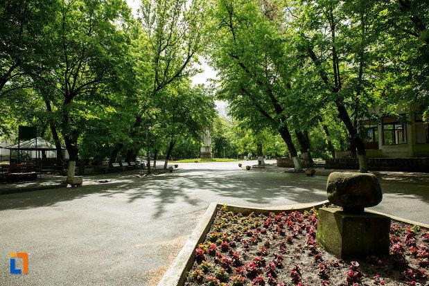 parc-central-din-orasul-caracal-judetul-olt.jpg
