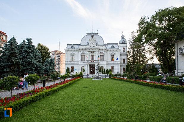 parc-central-si-primaria-din-targoviste-judetul-dambovita.jpg