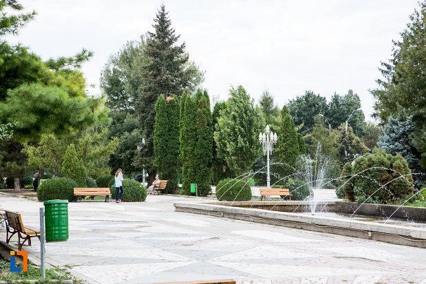 parc-cu-fantana-arteziana-din-orasul-slobozia-judetul-ialomita.jpg
