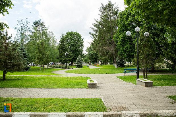 parc-din-orasul-vanju-mare-judetul-mehedinti.jpg
