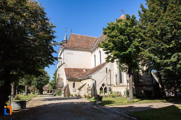 parc-langa-biserica-sfantul-bartolomeu-din-brasov-judetul-brasov.jpg