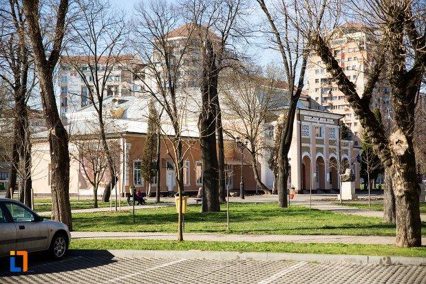 parc-langa-casa-de-cultura-a-studentilor-din-alba-iulia-judetul-alba.jpg