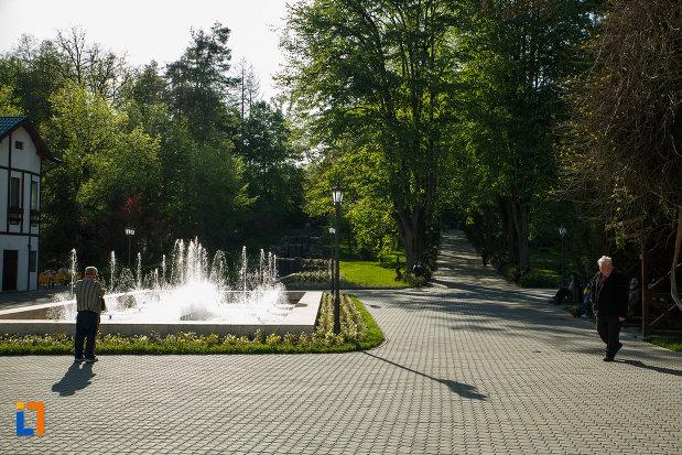 parcul-central-balnear-din-baile-govora-judetul-valcea-fantana-arteziana.jpg