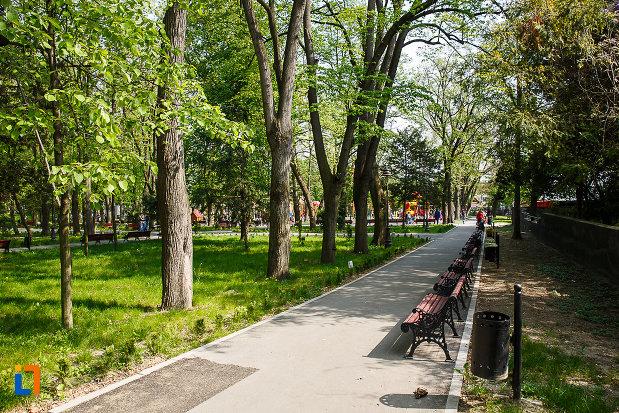 parcul-cetate-din-deva-judetul-hunedoara.jpg