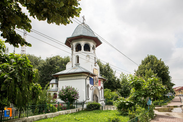parcul-cu-biserica-adormirea-maicii-domnului-din-bolintin-vale-judetul-giurgiu.jpg
