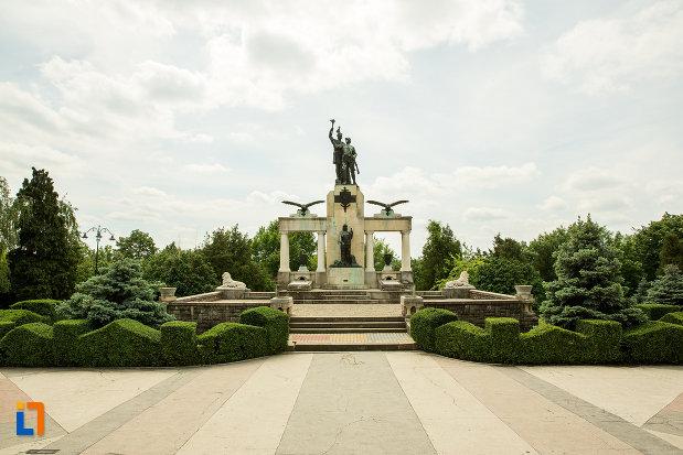 parcul-cu-monumentul-eroilor-din-primul-razboi-mondial-din-drobeta-turnu-severin-judetul-mehedinti.jpg