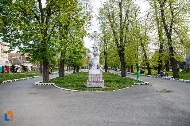 parcul-cu-monumentul-eroilor-din-sebes-judetul-alba.jpg