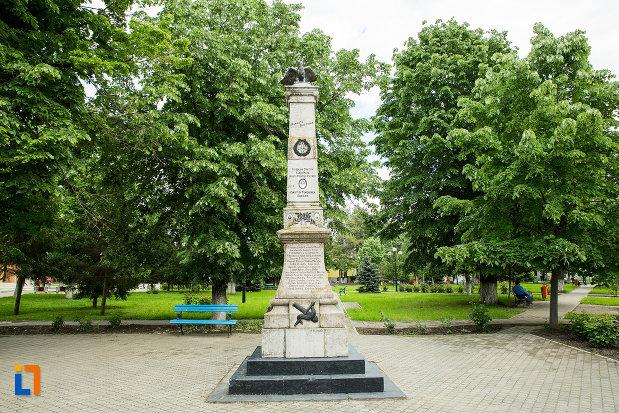 parcul-cu-monumentul-eroilor-din-vanju-mare-judetul-mehedinti.jpg