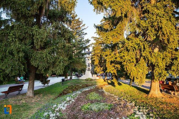 parcul-cu-monumentul-lui-traian-din-braila-judetul-braila.jpg