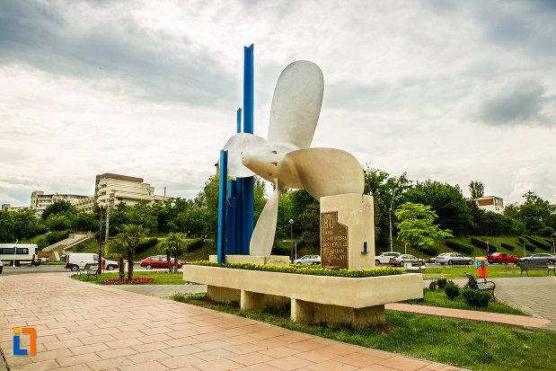 parcul-cu-monumentul-santierului-naval-elicea-din-galati-judetul-galati.jpg