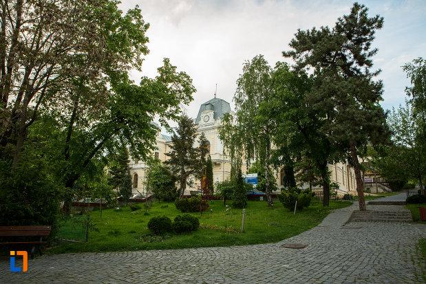 parcul-cu-muzeul-judeean-olt-din-slatina.jpg