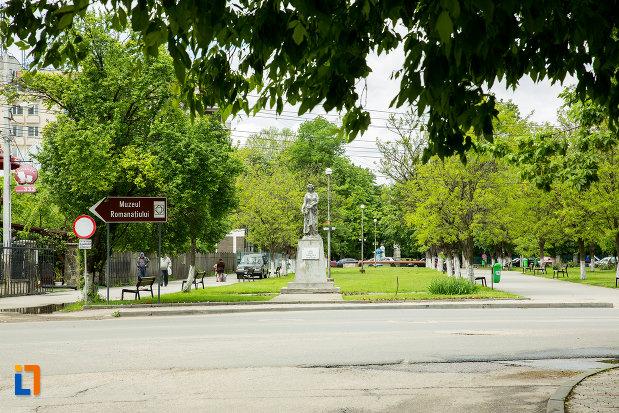 parcul-cu-statuia-zeitei-ceres-din-caracal-judetul-olt.jpg