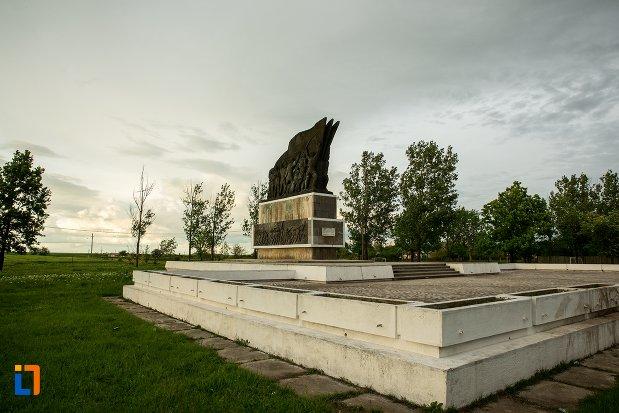 parcul-independentei-si-monumentul-independentei-de-langa-corabia-judetul-olt.jpg