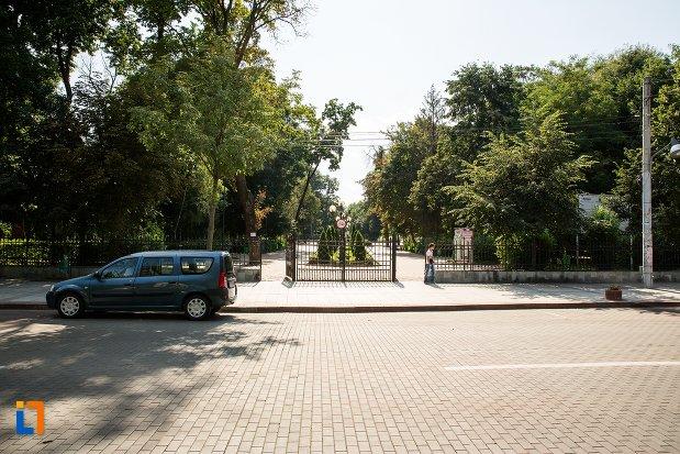 parcul-mihai-eminescu-din-botosani-judetul-botosani.jpg
