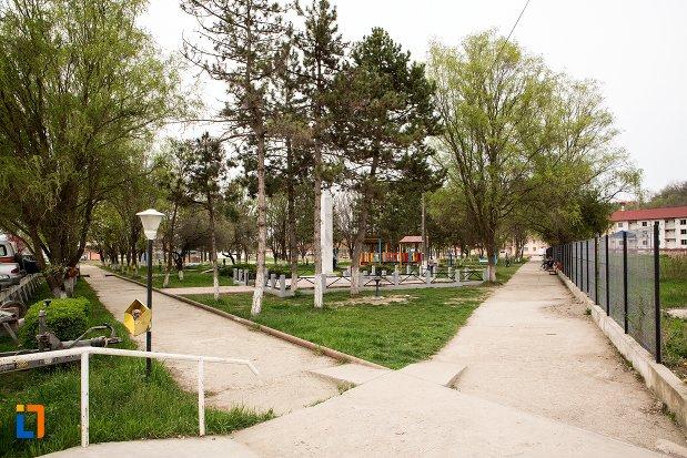 parcul-orasului-ocna-mures-judetul-alba.jpg