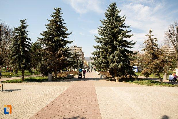 parcul-unirii-din-alba-iulia-judetul-alba.jpg