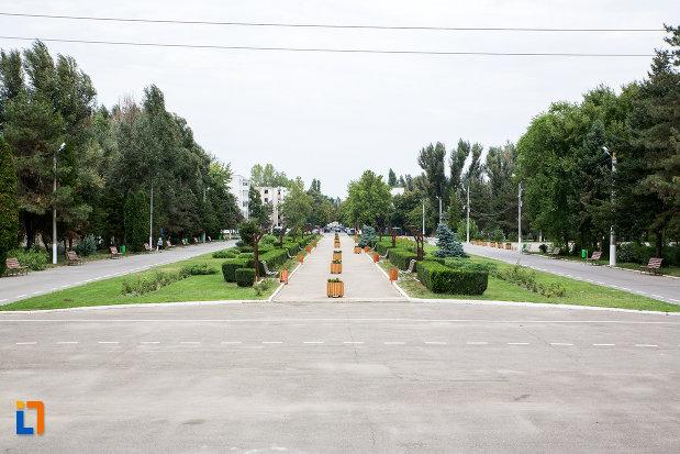 parcul-vazut-de-la-monumentul-eroilor-din-slobozia-judetul-ialomita.jpg