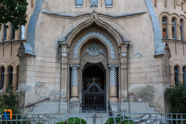 partea-de-jos-de-la-biserica-romano-catolica-sf-cruce-din-timisoara-judetul-timis.jpg
