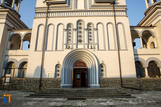 partea-de-jos-de-la-catedrala-pogorarea-sfantului-duh-din-radauti-judetul-suceava.jpg