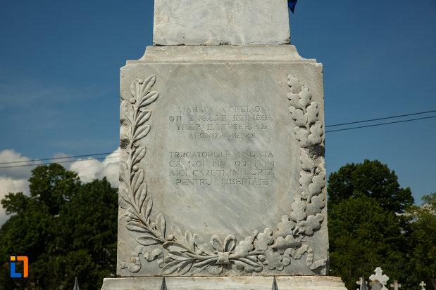 partea-de-jos-de-la-monumentul-eternistilor-si-pandurilor-din-dragasani-judetul-valcea.jpg
