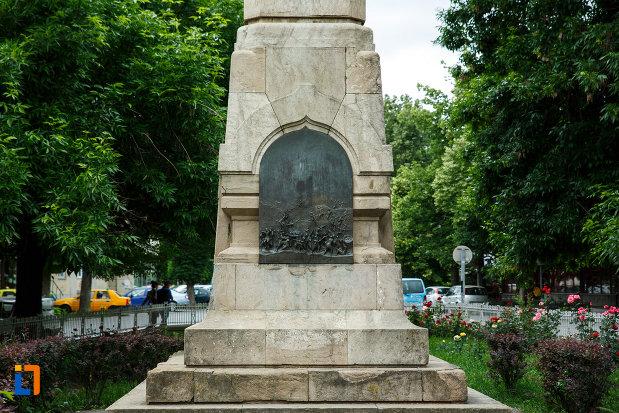 partea-de-jos-de-la-monumentul-independentei-din-focsani-judetul-vrancea.jpg