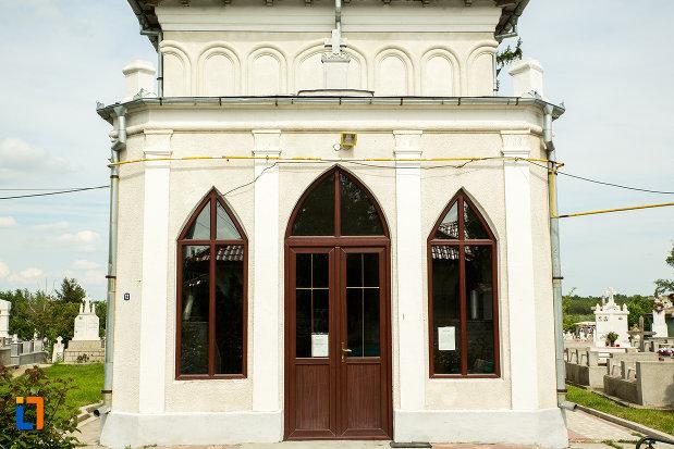 partea-de-la-intrare-biserica-sf-dumitru-si-stefan-din-bals-judetul-olt.jpg