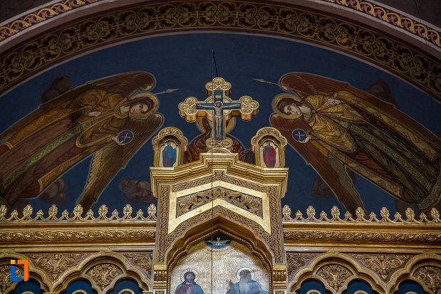 partea-de-sus-de-la-altarul-din-catedrala-mitropolitana-sf-treime-din-sibiu-judetul-sibiu.jpg