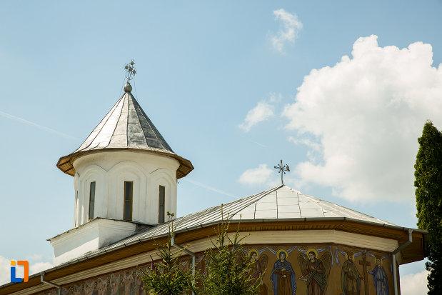 partea-de-sus-de-la-biserica-cuvioasa-paraschiva-din-scornicesti-judetul-olt.jpg