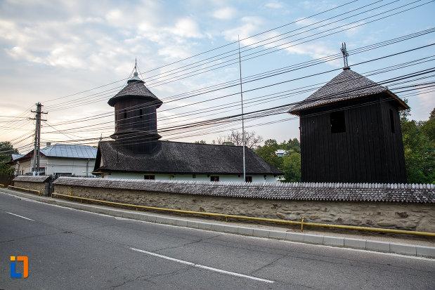partea-de-sus-de-la-biserica-de-lemn-sf-spiridon-din-valenii-de-munte-judetul-prahova.jpg