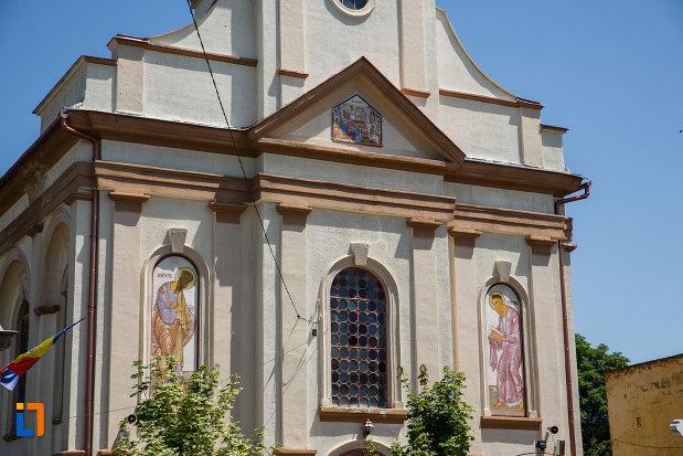 partea-de-sus-de-la-biserica-ortodoxa-nasterea-maicii-domnului-din-sannicolau-mare-judetul-timis.jpg