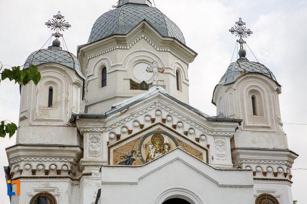 partea-de-sus-de-la-biserica-sf-apostoli-petru-si-pavel-din-alexandria-judetul-teleorman.jpg