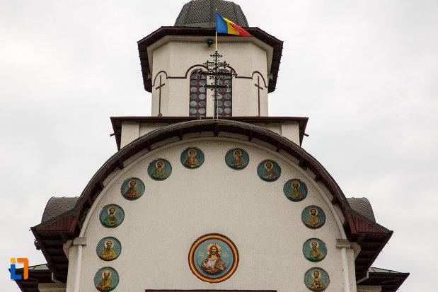 partea-de-sus-de-la-biserica-sf-apostoli-petru-si-pavel-din-ramnicu-valcea-judetul-valcea.jpg