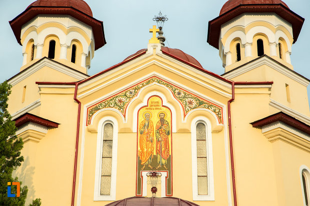 partea-de-sus-de-la-biserica-sf-apostoli-petru-si-pavel-din-targu-jiu-judetul-gorj.jpg