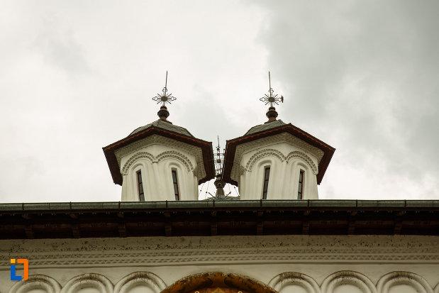 partea-de-sus-de-la-biserica-toti-sfintii-1764-din-ramnicu-valcea-judetul-valcea.jpg