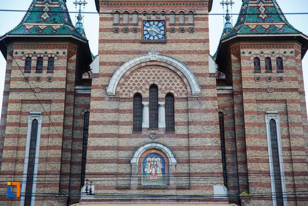 partea-de-sus-de-la-catedrala-ortodoxa-sf-trei-ierarhi-din-timisoara-judetul-timis.jpg