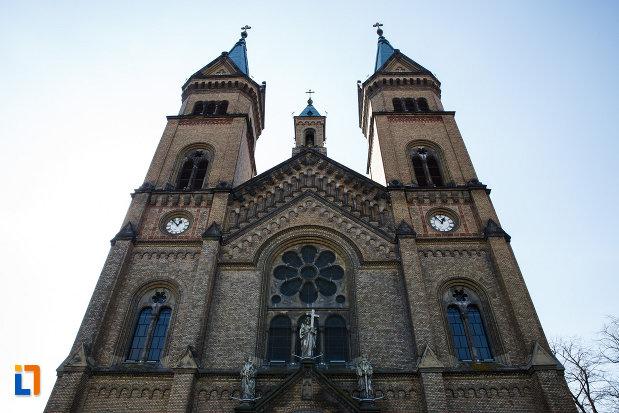 partea-de-sus-de-la-catedrala-romano-catolica-millenium-din-timisoara-judetul-timis.jpg