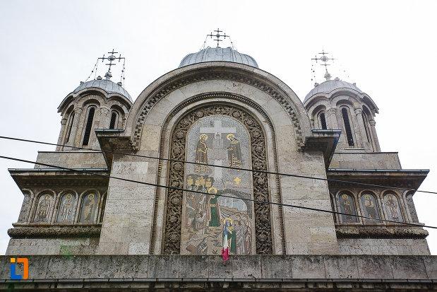 partea-de-sus-de-la-catedrala-sf-imparati-constantin-si-elena-din-hunedoara-judetul-hunedoara.jpg
